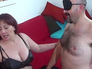 italian mistress sottomette e spompina il servo