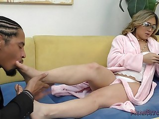 Nyomi Star Makes Her Boyfriend Worship Her Pretty Asian Feet