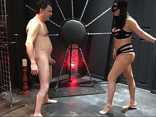 Ballbusting: Mistress Arabella destroys the testicles of Andrea Diprè
