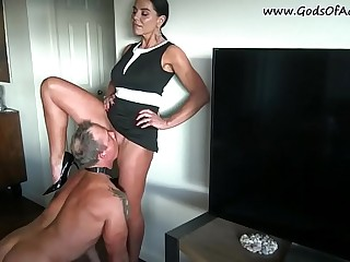 Strict wife made from her husband - pussy eater.