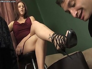 Mistress Shauna Ryanne - foot worship
